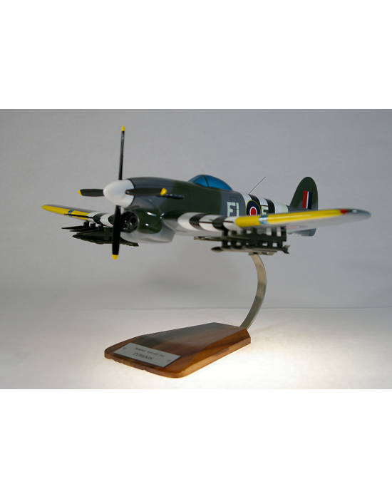 maquette avion hawker typhoon en bois. Black Bedroom Furniture Sets. Home Design Ideas