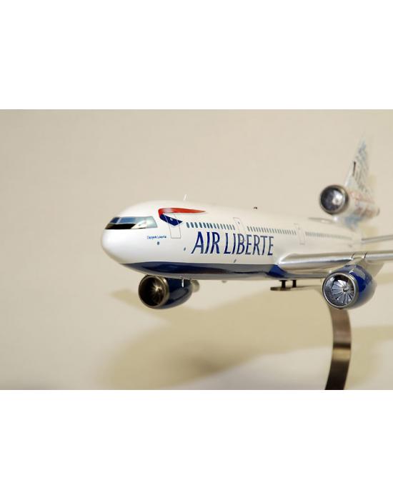 Maquette DC-10-30 'droits de l'homme' Air Liberté Do en bois