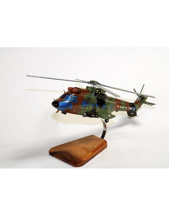 Maquette en bois du Super Puma AS.332 French Army