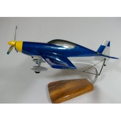 Maquette avion Extra 300 en bois